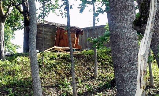 ФОТО. Смерч в Салацгриве: вырванные деревья и летающий батут