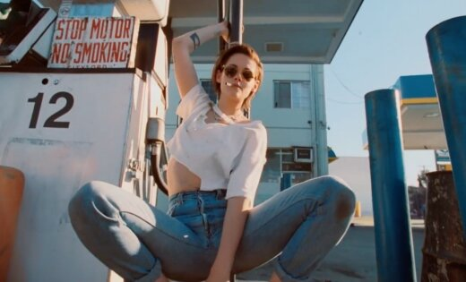Noskaties! Kristena Stjuarte uzdzīvo jaunajā 'The Rolling Stones' videoklipā