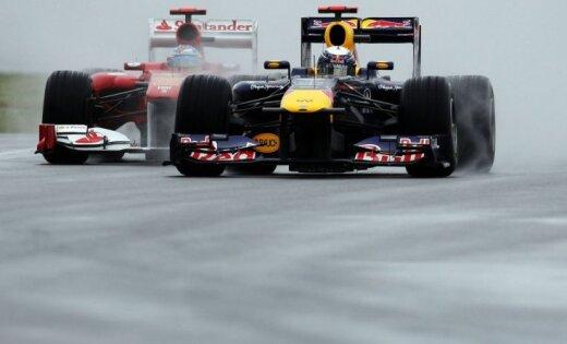Alonso pārliecinoši uzvar slapjā kvalifikācijā Hokenheimā