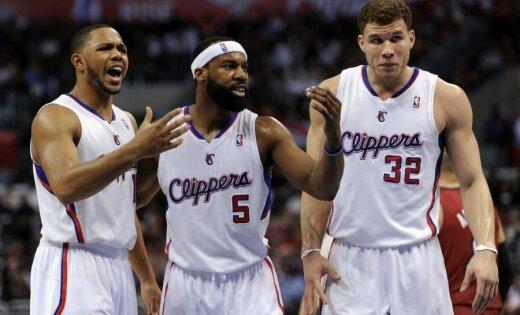 Četri spēlētāji noraidīti 'Clippers' uzvarā pār 'Lakers'