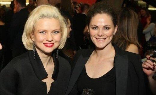 Noklausies! Aktrises Zane Dombrovska un Dita Lūriņa piedāvā dziesmu 'Snieg'
