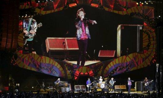 'The Rolling Stones' pirmais koncerts Kubā pulcē skatītāju tūkstošus