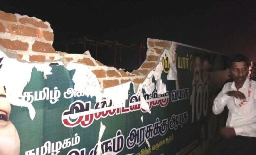 'Air India' lidmašīna pacelšanās laikā aizķer sienu