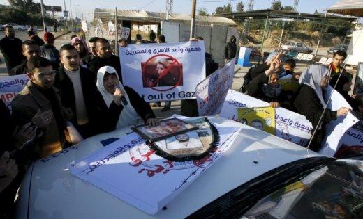 Gazā palestīniešu pūlis uzbrūk Francijas ārlietu ministres auto