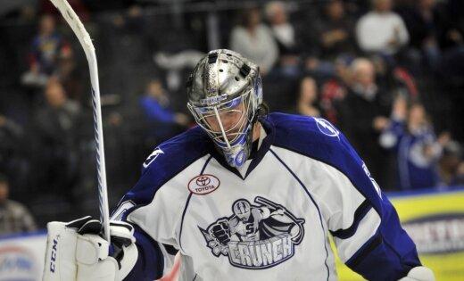 Gudļevskis ar teicamu sniegumu kaldina komandas uzvaru AHL mačā