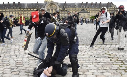 Майдан встолице франции: милиция применила спецсредства иводометы, есть пострадавшие