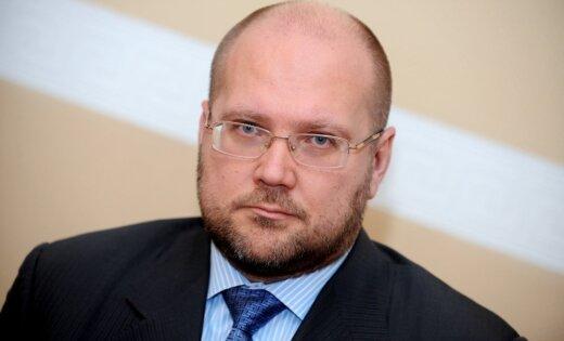 Обвиняемый в халатности администратор неплатежеспособности Крумс продолжает работать адвокатом