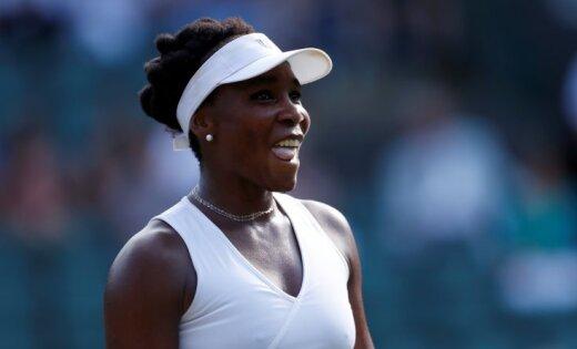Пятикратная чемпионка Уильямс покинула Уимблдон, у Федерера — рекорд