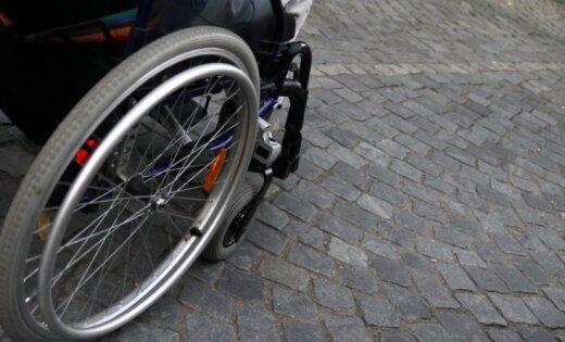 Полиция и персонал почти сутки искали пропавшего инвалида-колясочника