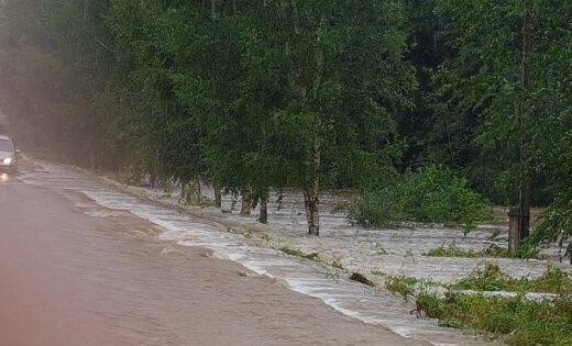 В Селии затоплены поля, размыты дороги