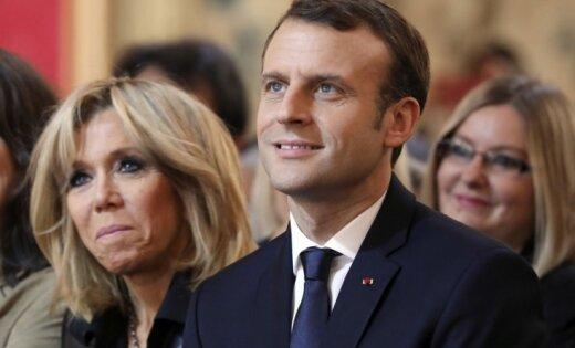 Во Франции обсуждают слухи о тайном эротическом романе авторства Макрона