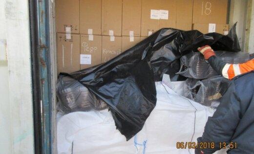 ФОТО: В ж/д контейнерах нашли рекордное количество контрабандных сигарет
