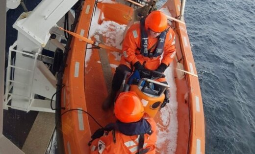 Паром Viking Line за полчаса до прибытия в порт остановился посреди моря