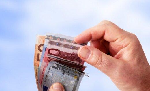 Laulāts pāris jaunrades nama direktoru mēģina piekukuļot ar 'Parker' pildspalvu un 100 eiro