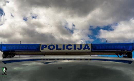 Divu auto sadursmē Eksporta ielā iesaistīts Ostas policijas auto
