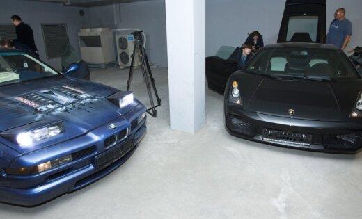 Četras 'Krājbankai' piederošas automašīnas izsolītas par 16 225 latiem