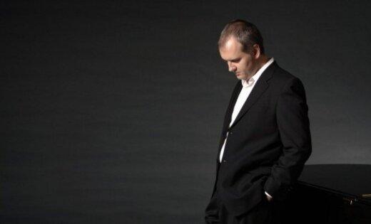 Mistiķis Nikolass Angeličs. Pasaulslavenais pianists Rīgā