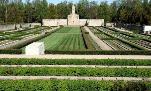 Rīgas Brāļu kapu restaurācijas darbus par 29 756 eiro turpinās 'Multi Heritage'