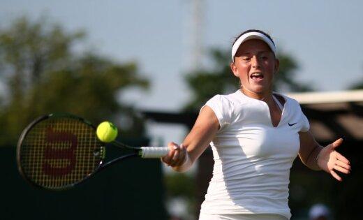 Jelena Ostapenko returns against France s Kristina Mladenovic