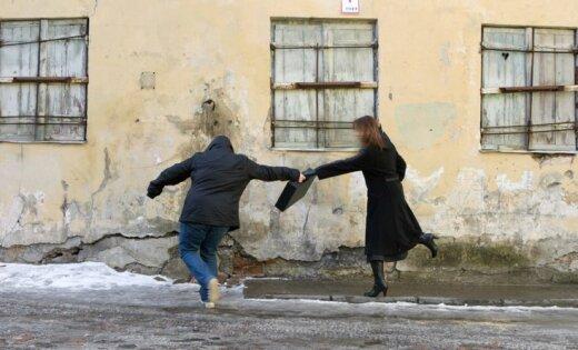 Наркоманы попытались в центре Риги ограбить прохожую
