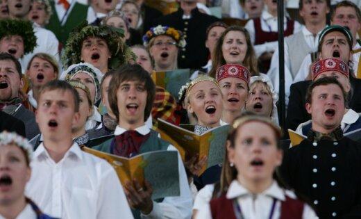 Vai drīkst dziedāt latgaliski, repojot un solo. LZA konsīlijā spriež, kā pareizi izpildīt Latvijas himnu