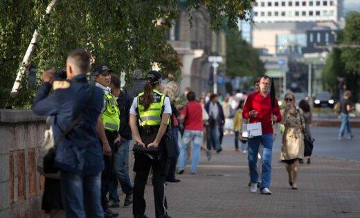 Likumsargi Rīgā diennakts laikā pamana divus klaiņojošus zēnus