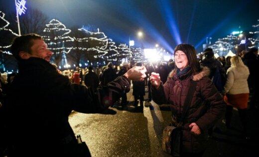 Новый год в центре Риги встретили почти 100 000 человек