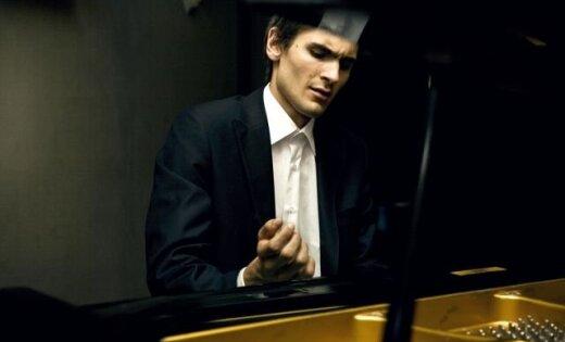 Koncertā 'Šimkus & Šišons' mūziķu slimības dēļ neatskaņos Mālera Pirmo simfoniju