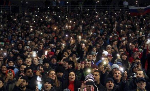 Maskavas 'Lužņiku' stadiona atklāšanas spēle izvēršas par elli skatītājiem