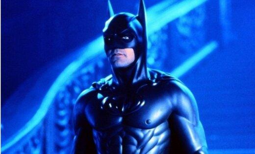 Кинорежиссер «Бэтмена иРобина» извинился за собственный фильм перед фанами