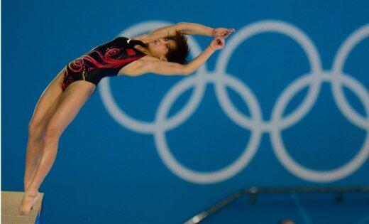 Ķīniete Čena kļūst par divkārtēju olimpisko čempioni daiļlēkšanā