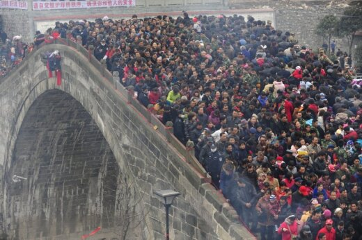 """20 фото многолюдных мест, после которых наши """"толпы"""" и """"пробки"""" покажутся раем"""