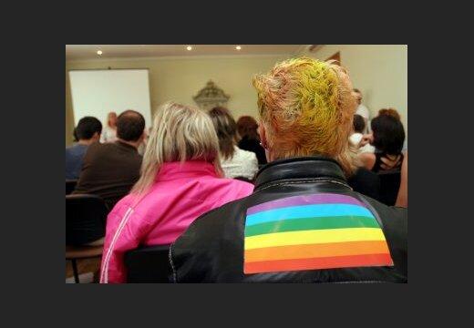 Секс-меньшинства призывают президента не провозглашать поправки к