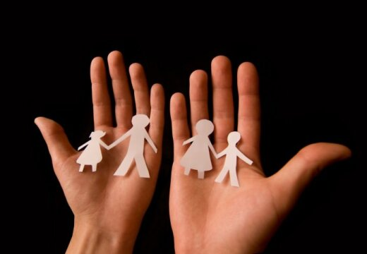 Латышские и русские семьи активно меняются детьми