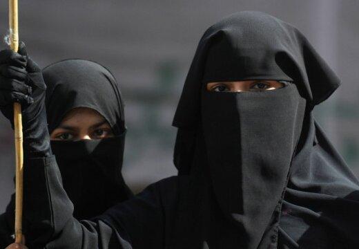 Guardian: сотни молодых девушек покидают Запад ради исламистов