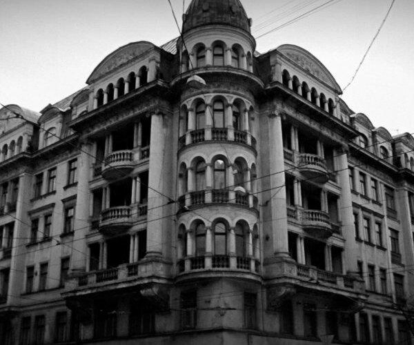 'Savervēja pie liķiera glāzes' – atklājas problēmas izgaismot čekas ziņotājus