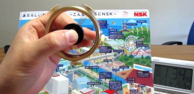 В Японии сделали спиннер, который крутится дольше остальных и стоит 130 евро (ВИДЕО)