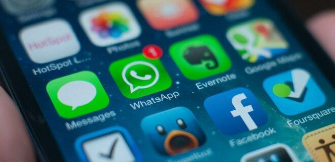 """Новая версия WhatsApp получила цветовые фильтры, """"истории"""" и функцию быстрого ответа"""