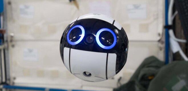 На МКС испытали японского дрона-фотографа (ВИДЕО)