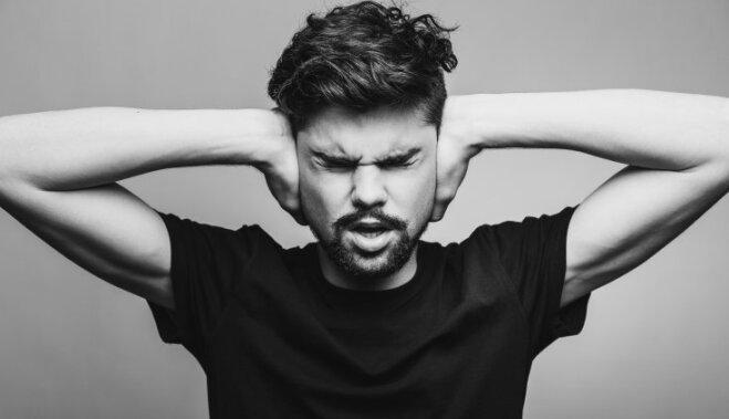 Почему появляется звон в ушах?