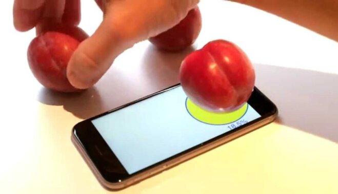 ВИДЕО: Зачем покупать Apple iPhone 6s? Чтобы взвешивать сливы!