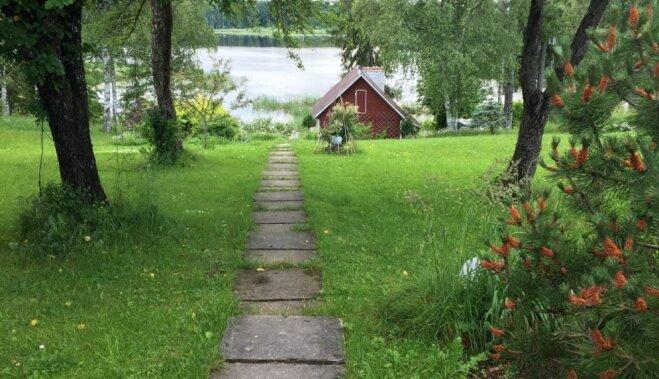 Чудесный сельский колорит: дом в Мадонском крае с баньками и видом на озеро (ФОТО)