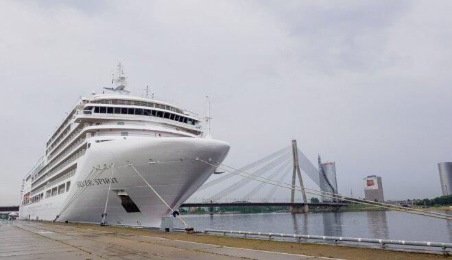 ФОТО. В Рижский порт впервые зашел роскошный круизный лайнер Silver Spirit