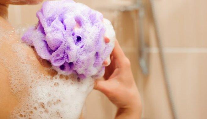 Septiņas lietas, kuras nevajadzētu glabāt duškabīnē