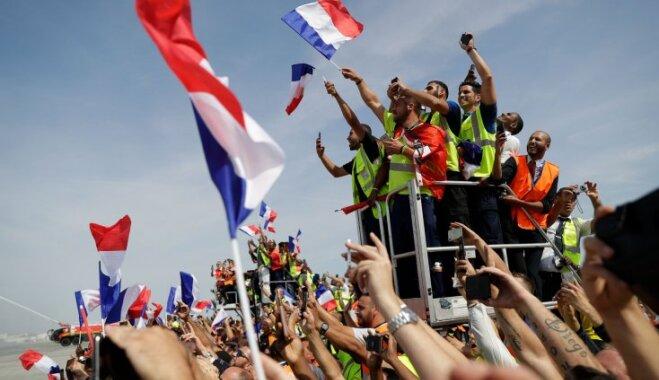 ФОТО: Сборная Франции вернулась на родину — толпы людей встретили чемпионов