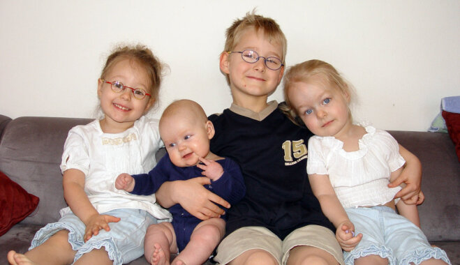 Vecāki: augot daudzbērnu ģimenē, bērnu personība veidojas mazāk egoistiska