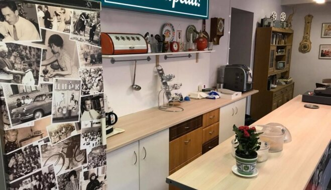 ФОТО. Чебуреки и клеенка Made in USSR: в Даугавпилсе открылась лавка-кафе в советском стиле