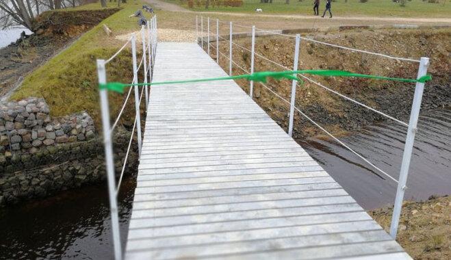 Likteņdārzā atklāts pirmais no trim iecerētajiem tiltiem