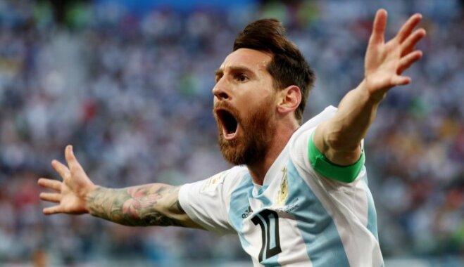 Argentīnas futbolisti paveic neticamo un iekļūst 1/8 finālā