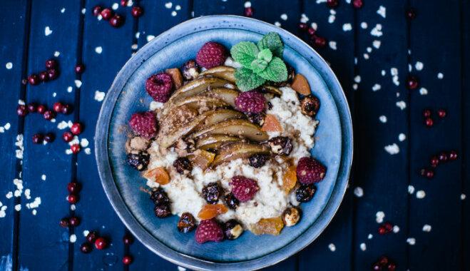 Овсяная каша с карамелизированными грушами, малиной и карамелью из лесных орехов